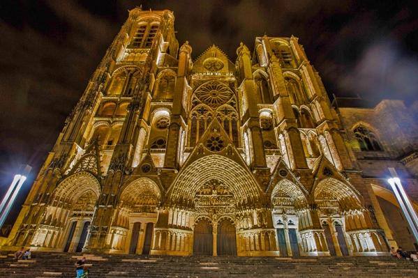 Bourge-façade nuit1