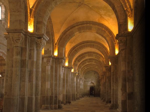 Vézelay-Bas-côté1024.jpg