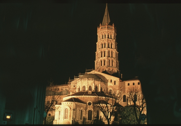 Toulouse--St Sernin-abside nuit$ copie